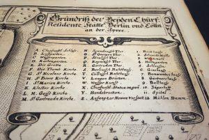 Erster gedruckter Stadtplan Berlins von 1652 Kartusche und Legende